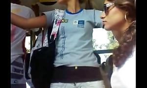 Novinha no bus&atilde_o