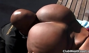 Piping hot ebony whore goes crazy sucking