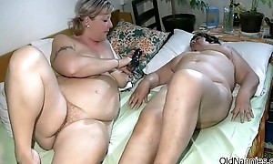 Horrific mature floozy goes crazy dildo