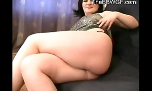 Horny Fat chubby brunnette fingering their way wet muff