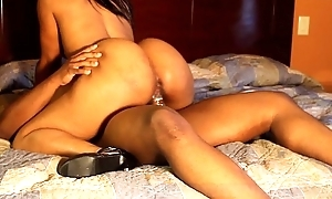 WSHH SILK GETS THAT NUT ON THEPHATNESS.COM
