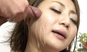 Yuu Shiraishi likes gobbling on two unending dicks