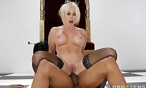 Pale MILF llano stockings gets fucked in the arse